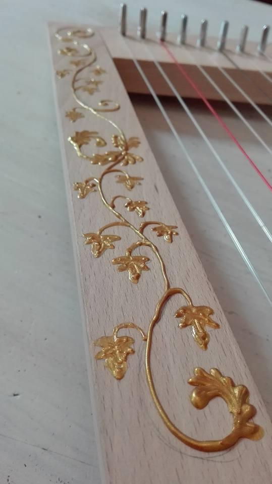 Déco colonne avec peinture en relief